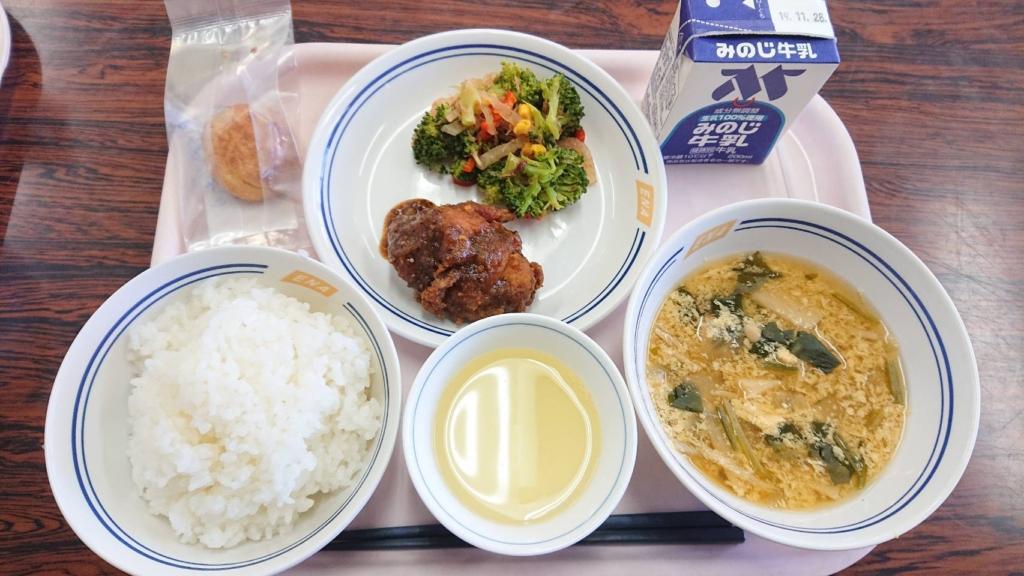 「えないっぱい給食の日」が市内の全小中学校で実施されました。_記事サムネイル